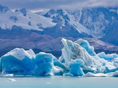 Los Glaciares is home to numerous massive glaciers, including the stunning Upsala Glacier, as well as glacial lakes. The park stretches over 1,480 acres, making it one of the most impressive areas in southern Argentina.