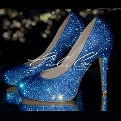 Strass di cristallo zaffiro blu Navy AB Co. CHARLIE chiuso Toe Corte tacchi scarpe pompe sera nuziale nuziale cuoio cristallizzato