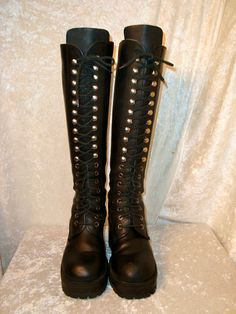 1990 vtg sz 36 US 6 black leather lace up boots...I would have loved these boots. Pity they are not my size :(