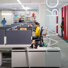 The trend towards open-plan offices is leading to declining performance among workers, according to the a new workplace design survey by architects Gensler.