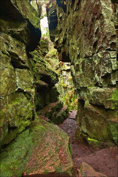 Luds Church in the Peak District and within the stone chasm is said to be the face of the Green Man in the stone looking down. Beautiful Places To Visit, Places To See, Peak District England, English Countryside, Fantasy Landscape, Green Man, Ireland Travel, Adventure Is Out There, Lake District
