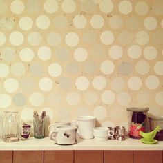 @daveloewe polka dot walls!