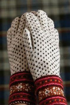 Gloves from Muhu Island - Knitting Daily - Knitting 2019 - 2020 Fingerless Mittens, Knit Mittens, Knitted Gloves, Knitted Bags, Knitting Daily, Knitting Charts, Knitting Yarn, Knitting Patterns, Wrist Warmers