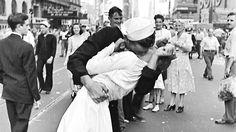 Um wie viel Uhr küsste der Matrose die Krankenschwester?