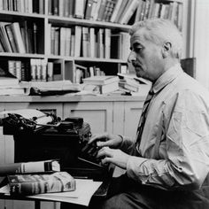 Circa American writer William Faulkner working at his typewriter in his study at home in Oxford, Mississippi. Get premium, high resolution news photos at Getty Images Writers And Poets, Writers Write, Writers Desk, William Faulkner, Book Writer, Book Authors, Don Delillo, Prix Nobel, Being A Writer