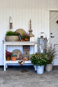 love this potters bench! paint a frame and DIY a concrete top Xmas Decorations, Outdoor Decorations, Outdoor Ideas, Outdoor Rooms, Outdoor Living, Decks And Porches, Christmas Is Coming, Garden Styles, House Rooms