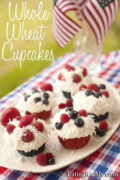 July 4th Whole Wheat Cupcakes - a healthy dessert for the 4th of July! | Eating richly even when you're broke