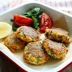 Easy Veggie Fritters Naughty Naturopath Dad is quite a good cook and even though he doesn't get to c Vegetable Recipes, Vegetarian Recipes, Healthy Recipes, Vegetarian Tart, Veggie Meals, Fun Cooking, Cooking Recipes, Healthy Cooking, Veggie Fritters