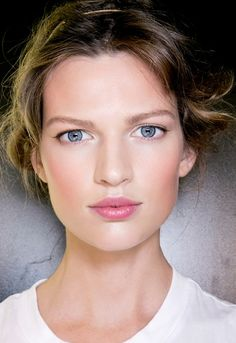 Pink lips with a soft shimmer shadow on the eyes