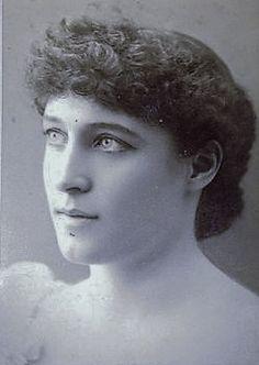 Theatre Actors, Lillie Langtry, Vintage Family Photos, Queen Victoria Prince Albert, Gilded Age, Royal House, Beauty Photos, Silent Film, Portrait Ideas