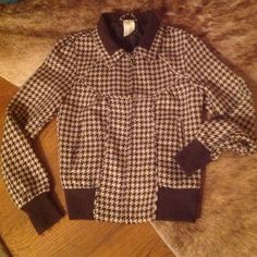 Brown & Cream Houndstooth O'Neill Wool Jacket. Brown & Cream Houndstooth O'Neill Wool Jacket. Cute bomber jacket styling. Full front zip. Double front hidden pockets. Polyester/wool/acrylic shell. Fully lined. O'Neill Jackets & Coats