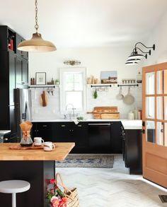 Black & White Kitchen Renovation Inspiration | Miranda Schroeder www.mirandaschroeder.com