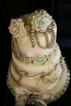 @KatieSheaDesign ♡❤ #Cakes ❤♡ ♥ ❥  Gorgeous Vintage Wedding Cake