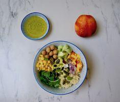Buddha bowl d'été Agaves, Menu, Buddha Bowl, Cobb Salad, Vegan, Food, Chickpeas, Cucumber, Eruca Sativa