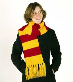 Knit or crochet a scarf in the colors of the House of Gryffindor, just like the one Harry Potter wears.