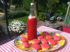 Roze koeken én zelfgemaakte frambozenlimonade. Maar van wie o wie was deze foto ook alweer?