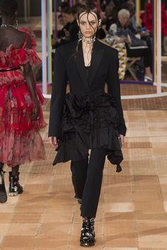Alexander McQueen Spring 2018 Ready-to-Wear Collection Photos - Vogue