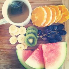 fresh fruit and green tea- i dont know why i eat sweets and chocolate when i could have this :D Fruit Tea, Fresh Fruit, Unique Recipes, Coffee Time, Healthy Life, Watermelon, Yummy Food, Sweets, Snacks