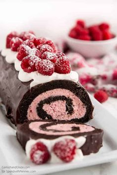 valentines day desserts An easy to make chocolate swiss roll with a raspberry filling. This the perfect Valentines day dessert or for any time you need a beautiful sweet treat. Valentine Desserts, Valentines Day Desserts, Köstliche Desserts, Homemade Desserts, Dessert Recipes, Kids Valentines, Valentines Day Chocolates, Valentine Chocolate, Valentine Nails