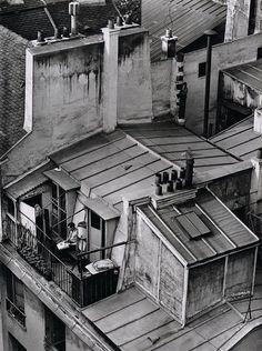 Andre Kertesz, Latin Quarter, Paris (man on rooftop balcony), 1926 Andre Kertesz, Old Paris, Vintage Paris, French Vintage, Paris Black And White, Black And White Pictures, Black Picture, Robert Doisneau, Vintage Photography