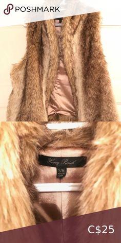 Honey Punch Faux Fur Vest Great Condition Faux Fur Vest worn once size Small Honey Punch Jackets & Coats Vests Faux Fur Vests, Plus Fashion, Fashion Tips, Fashion Trends, Punch, Your Style, Fur Coat, Jackets For Women, Honey