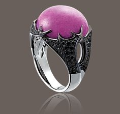 HUNTER AFRICAN RUBY #RING with a 26.00 ct African ruby, black diamonds and white gold ring from the Hunter Collections by Garrard