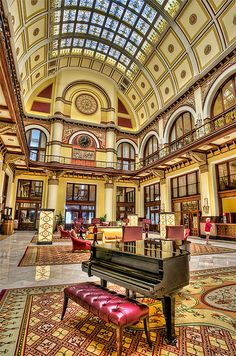 Union Station Hotel, Nashville, Tennessee - a railway station in 1900 and now a hotel. Our hotel that weekend Oh The Places You'll Go, Great Places, Places To Travel, Nashville Trip, Nashville Tennessee, Tennessee Usa, Hotels And Resorts, Best Hotels, Beautiful Hotels
