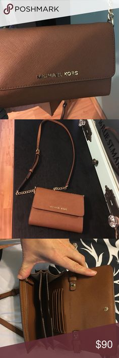 Michael Kors cross body bag Perfect condition lightly used approx 5 times. Able to fit all the essentials. You will not be disappointed! KORS Michael Kors Bags Crossbody Bags