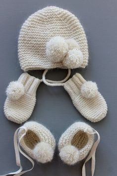 Layette set - Full cashmere and mohair baby set, baby booties, baby hat and baby mittens. Baby Knitting Patterns, Knitting For Kids, Knitting Projects, Crochet Projects, Crochet Patterns, Free Knitting, Baby Set, Baby Baby, Knit Crochet