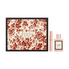 The Gucci Bloom Gift Set features the signature fragrance by Gucci. Gucci Bloom's notes of natural tuberose and jasmine create an unexpectedly rich white floral scent on the skin. New Fragrances, Fragrance Parfum, Parfum Gucci, Jardin Luxuriant, Perfume Gift Sets, Bloom, Best Perfume, Beauty Awards, Eau De Toilette