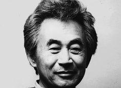 Sori Yanagi, né en 1915 à Tokyo (mort en 2011), y étudie à l'Ecole des Beaux-arts et a été de 1940 à 1942 l'assistant de la designer Charlotte Perriand. Fondateur de Yanagi Industrial Design