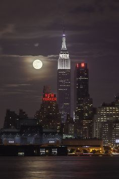 NYC from the NJ side! Nothing like full moon in NYC —-> 2013 Supermoon from New York City, USA (by Strykapose). Empire State Building, The Places Youll Go, Places To Go, Stars Night, Beautiful World, Beautiful Places, Amazing Places, Beautiful Pictures, New York City