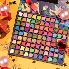 Makeup Pics, Kylie Makeup, Edgy Makeup, Makeup Goals, Morphe Eyeshadow Palette, Eyeshadows, Makeup Kit For Kids, Ulzzang Makeup, Makeup Pallets