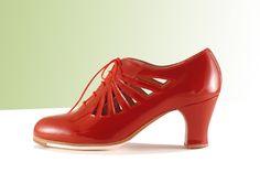 https://www.tamaraflamenco.com/es/zapatos-de-flamenco-profesionales-4 Zapato profesional de flamenco Begoña Cervera Modelo Ingles Calado charol rojo