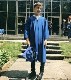 Hoy 22 de junio del 2017 Johnny Orlando se graduó de la secundaria y estoy realmente orgullosa de el y mi feliz