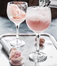 These Pink Champagne Floats with rainbow sherbet are the perfect dessert for Val., Desserts with Sherbet Cocktail Desserts, Cocktail Recipes, Drink Recipes, Cocktail Pink, Pink Prosecco, Pink Champagne, Champagne Drinks, Rainbow Sherbet, Think Food