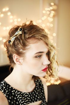 Swoop your hair to one side and use some ~fancy~ pins to hold it in place. | 17 Incredibly Pretty Styles For Naturally Curly Hair