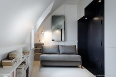 Création d'un studio de 15m² à Paris. Le projet prévoit de regrouper deux chambres de bonne, situées au dernier étage d'un immeuble dans l'XI arrondissement à Paris, afin d'en créer un Studio de 15m².