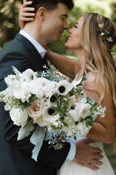 Leigh and Mitchell Best Florists in Seattle | Wedding Chicks