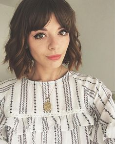 50 Fresh Hairstyle Ideas with Side Bangs to Shake Up Your Style Bobbed Hairstyles With Fringe, Curly Hair Fringe, Fringe Haircut, Trendy Hairstyles, Curly Hair Styles, Brunette Hairstyles, Indian Hairstyles, Short Hair Glasses, Fresh Hair