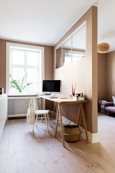 """""""Vi prøver lidt at være på forkant og tænke nyt"""" Home Office Design, House Design, Room Deviders, Scandinavian Office, Boconcept, Modern Kitchen Design, Simple House, Interiores Design, Sweet Home"""