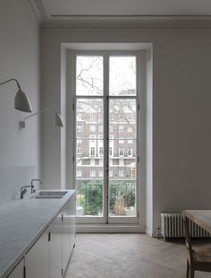 Aesthete Label love - completed project is for a piano nobile apartment within a Georgian house in Bryanston Square, Marylebone, United Kingdom, designed by DRDH Architects for the couturier Anna Valentine. Apartment View, Apartment Living, London Apartment Interior, Parisian Apartment, Apartment Layout, Interior Architecture, Interior And Exterior, Interior Modern, Scandinavian Interior