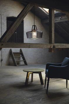 Svart taklampe av røyket glass i dansk design: Addicted to us fra Design by Us. Her sammen med Skinny Bitch, Zero Size.