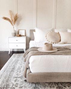 Brown And Cream Bedroom, Cream Bedrooms, Cream Bedroom Walls, Cream Bedroom Decor, Bedroom Wood Floor, Neutral Bedroom Decor, Cream Decor, Simple Bedroom Decor, Trendy Bedroom