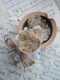 little_birdie / svadobný kornútok plnený konfetami