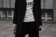 HOW TO COMBINE COMFORT AND CHIC Monochrome look simple minimal outfit street style bykrog blogger