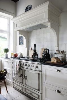 kitchen, la cornue, black and white, nero assoluto mat, tailored cupboards