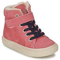 #zapatillas de color rosa de la marca @petitbateau  #zapatosninos