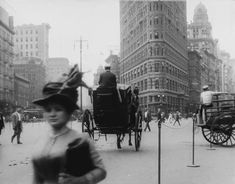 Immaculately Restored Film Lets You Revisit Life in New York City in 1911 Berlin Street, 42nd Street, Vintage Photographs, Vintage Photos, Girl Film, New York Harbor, Madison Avenue, Historical Images, Silent Film