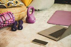 Tudo o que você precisa para começar a treinar em casa Home Gym Equipment, No Equipment Workout, Easy Workouts, At Home Workouts, Mini Band, Single Leg Glute Bridge, Kettlebell Kings, Katie Couric, Increase Muscle Mass
